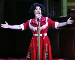 Jenny Lee Stern as Patsy Cline. Photo courtesy of Infinity Theatre.